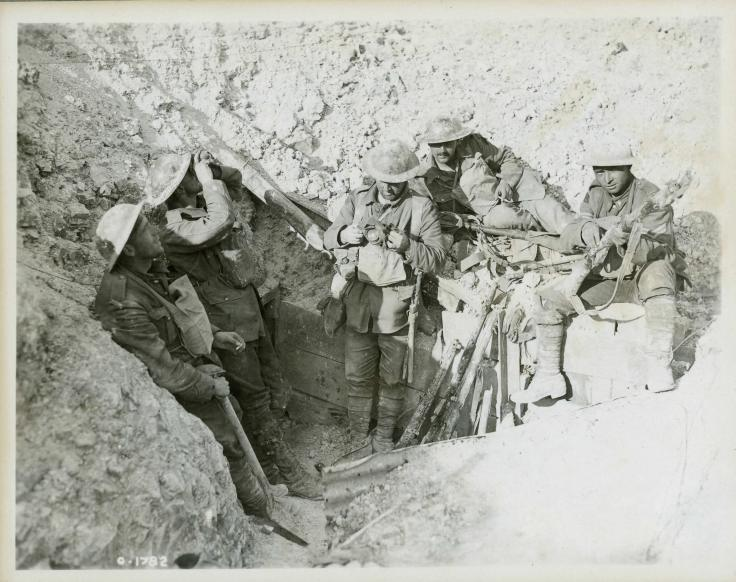 Hill_70_-_Canadians_in_captured_trenches